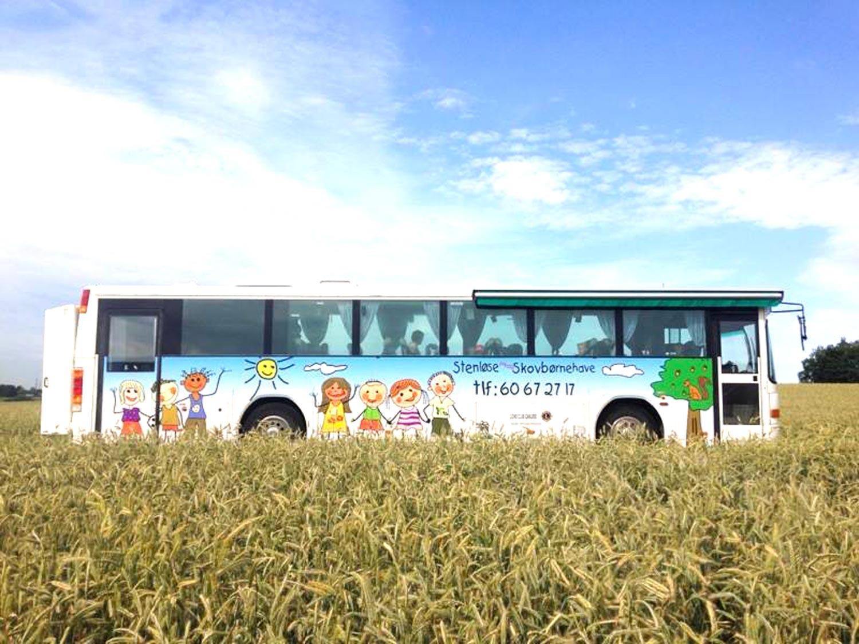 kører hver dag på eventyr i naturen, i vores skønne bus Rumle
